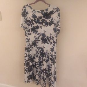 Dresses - Plus-size 1X light-weight floral dress